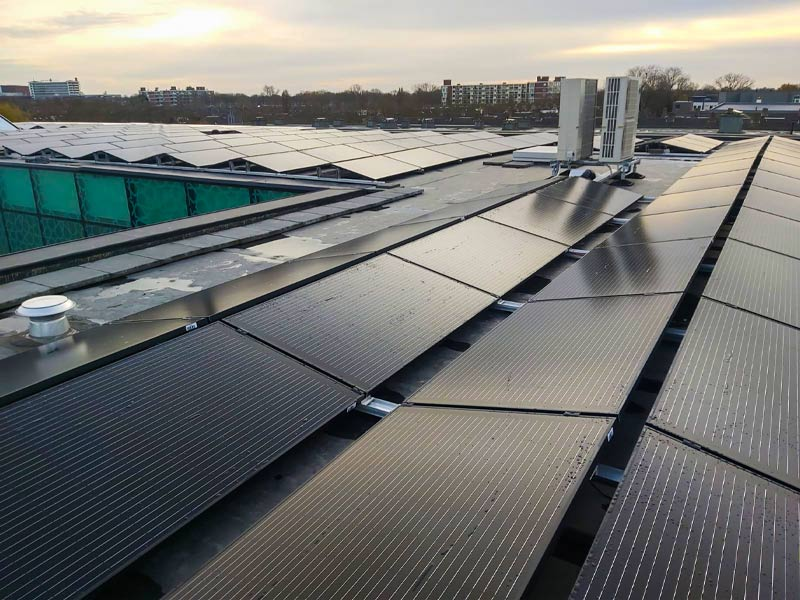 Zonnepanelen installateur VvE en zakelijk - zonnepanelen op dak tcc - Multi Energy Solutions