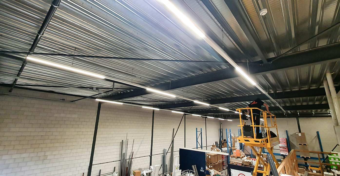 Led lijnverlichting voor magazijn kantoor fabriekshal en bedrijfshal - led lijnverlichting installateur Multi Energy solutions