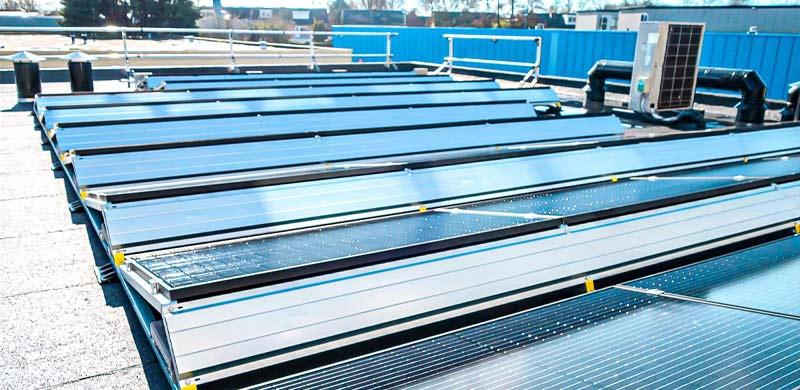 Zonnepanelen zakelijk gelegd door installateur multi energy solutions